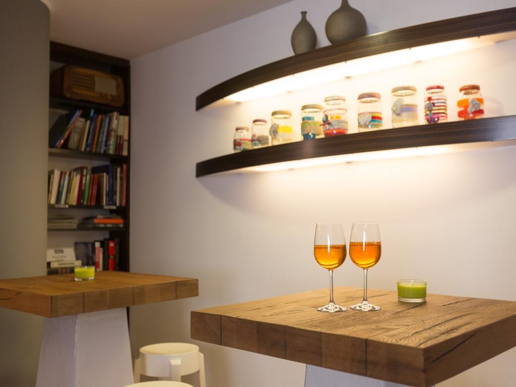 Sgabelli Fruit : Hotel garni al caval hotel three stars in torri del benaco at lake